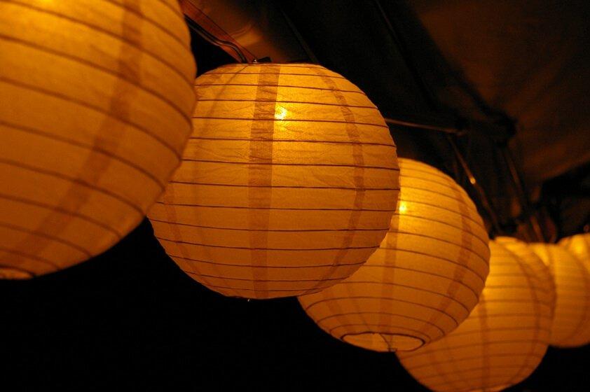 תאורה לאירוח בחוץ