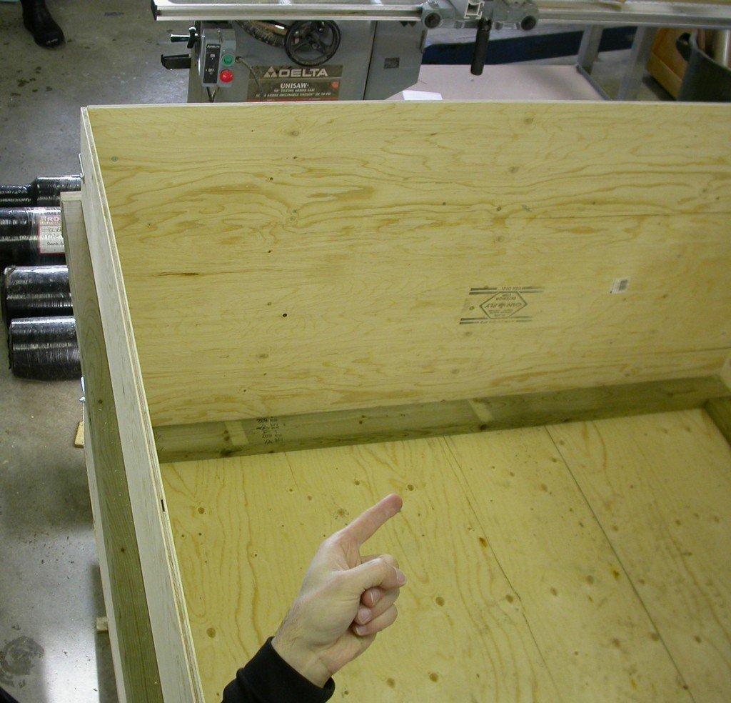 שלב הראשון בבניית הג'קוזי - קופסה מעץ